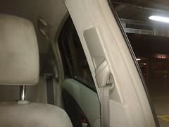 Taxi Prius. Lavado Integral montante del cinturón del Piloto. Despues