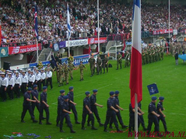 2007-07-16 Startbewijs op halen en vlaggen parade. (86)