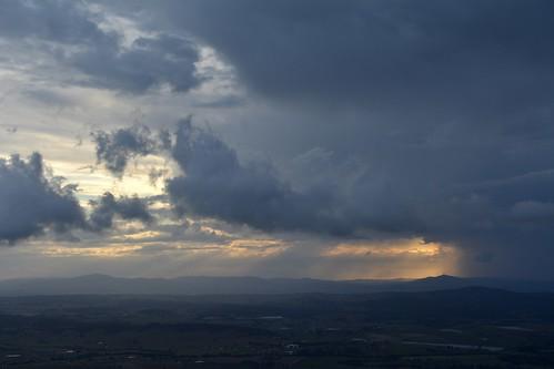 view albertvalley loganvalley mountjoyce west sunsetclouds sunsetlandscape sunsetsky clouds cloudscape cumulus cumulonimbus shadows tamborinemountain sequeensland queensland australia sunset landscape lateafternoon australianlandscape australianweather spring mounttamborine