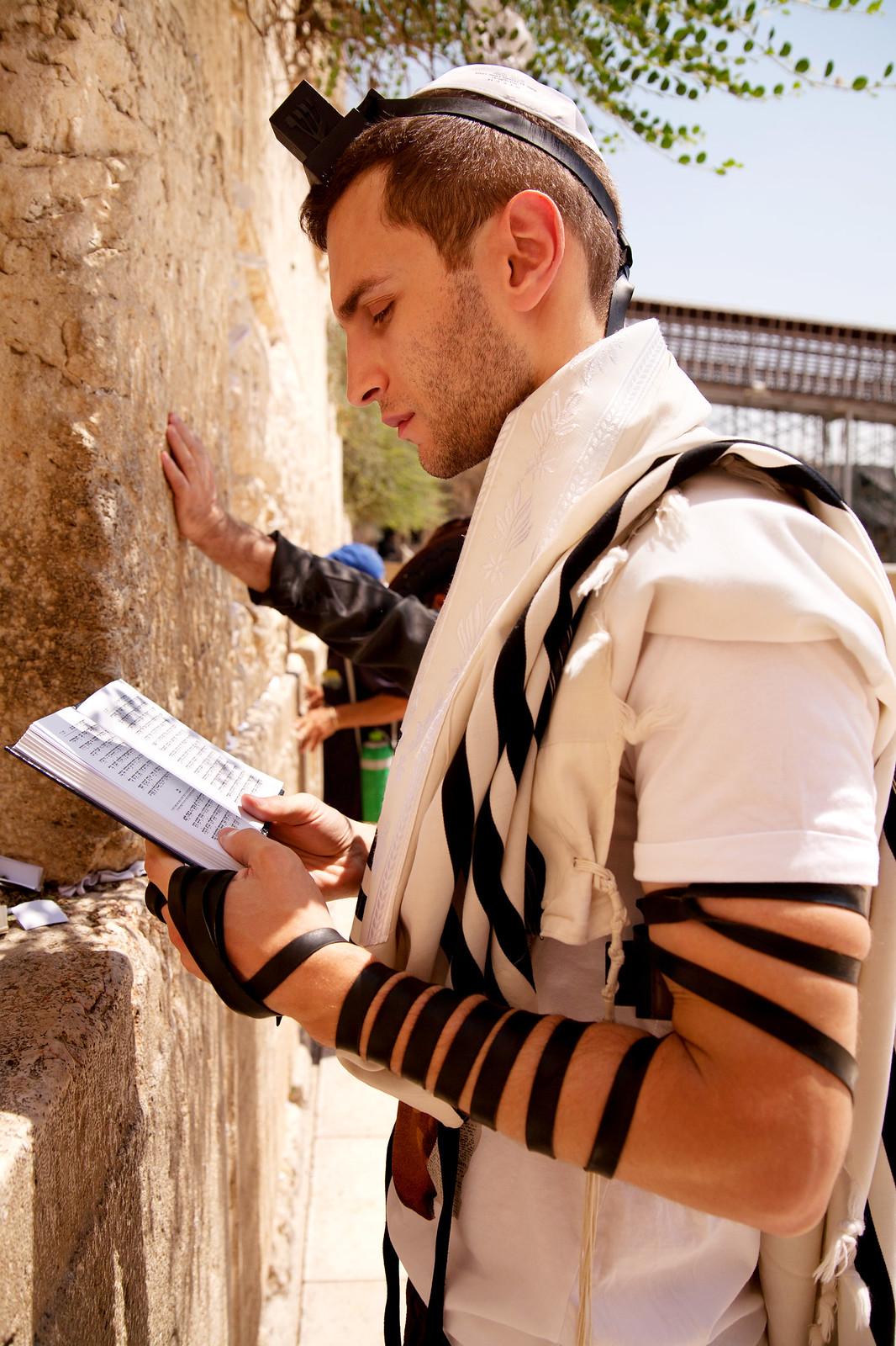 Jersusalem_Western Wall_Tefillin_9_Noam Chen_IMOT