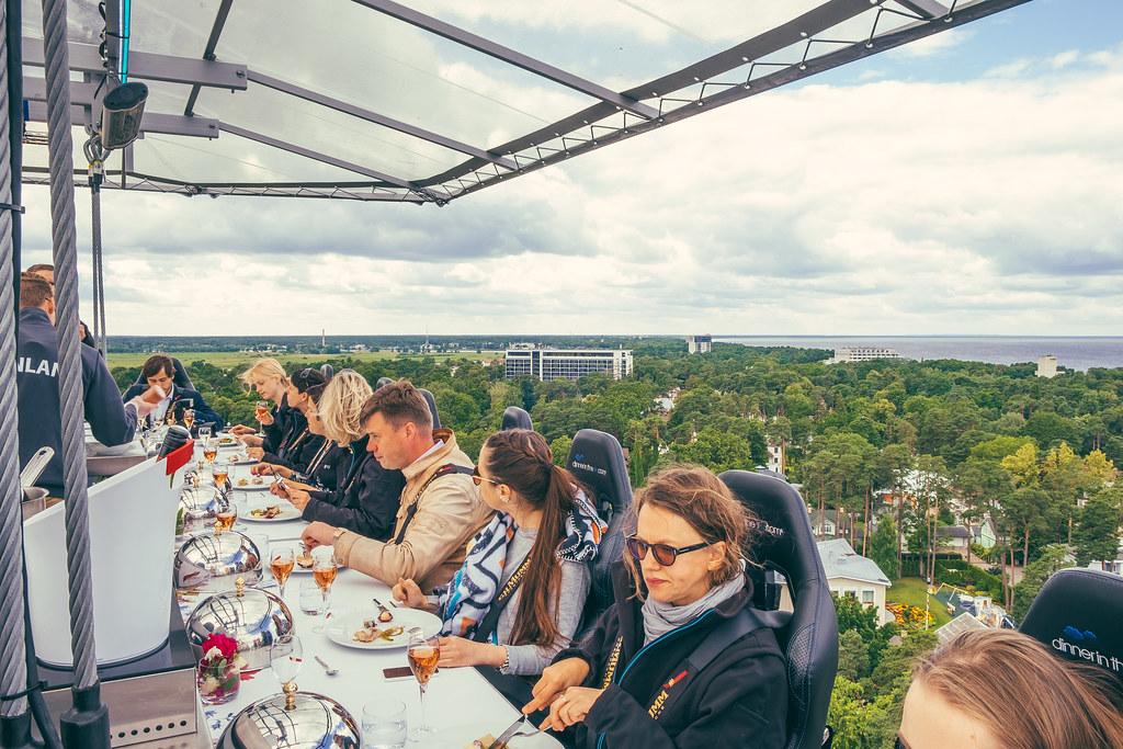 """Résultat de recherche d'images pour """"dinner in the sky"""""""