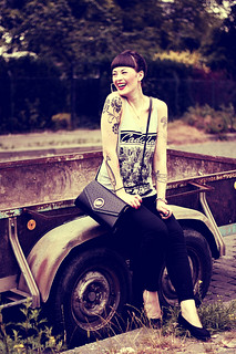 CASUAL_OUTFIT_BERLIN_NEUKOELLN_BLOG_BLACK_JEANS_H&M_BAG_VINTAGE_PUMPS_PRIMARK_SHIRT_PINUP_PONY_DUTT_MAKEUP_VIOROSIE_TATTOOS (2) | by microphoneheart