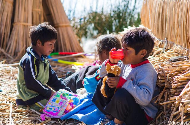 Les enfants du Lac, Lac Titicaca Pérou