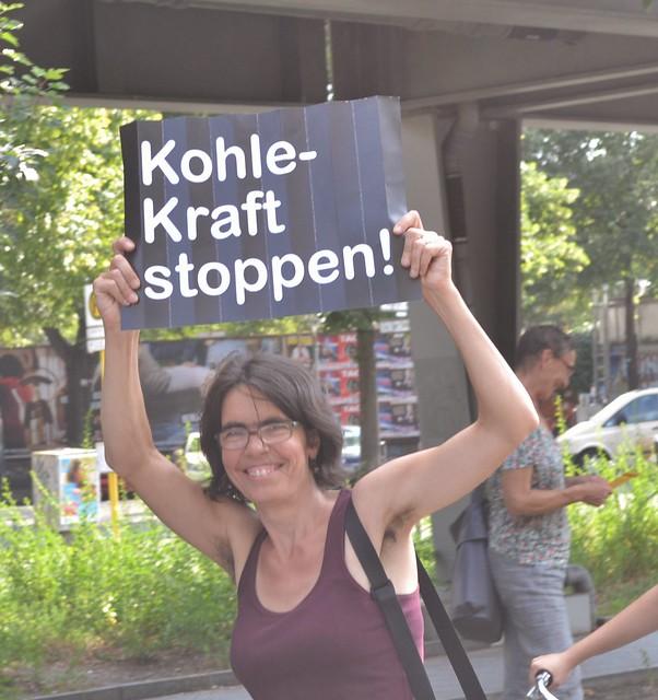 08.08.14: Anti-Kohle-Probemenschenkette vom Lausitzer Platz zur Warschauer Straße