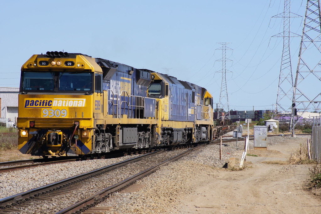 9309, DL41 & NR86 enter Dry Creek north yard with a transfer from Islington by Danny Brown