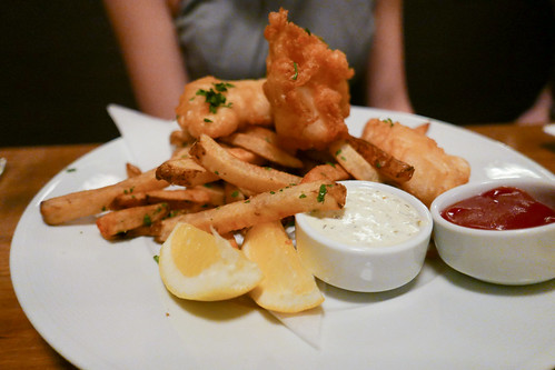 Fish & Chips, beer-battered pacific cod, housemade fries, tartar sauce, malt vinegar ($18) | by loustejskal.com
