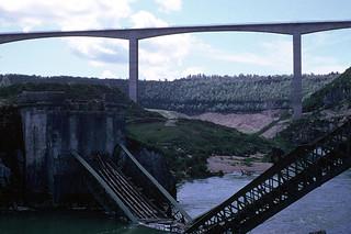 Le nouveau et l'ancien pont de la Pyle