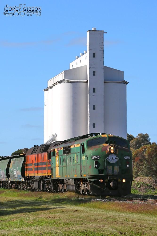 GM46 & 2216 rolls through Lameroo by Corey Gibson