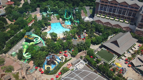 Adventure Cove Waterpark in Sentosa, Singapore | by haopee