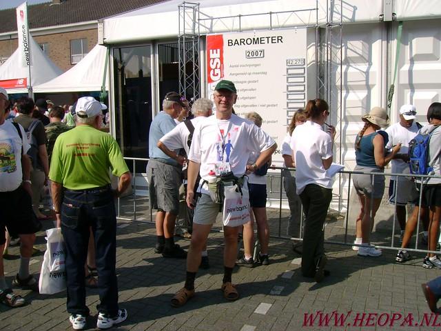 2007-07-16 Startbewijs op halen en vlaggen parade. (7)