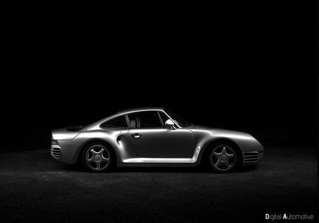 Porsche 959, supercar of days gone by.