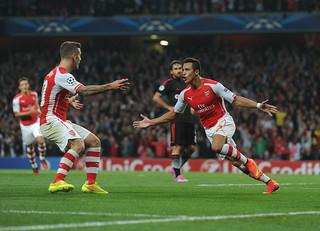 Alexis Sanchez celebrates scoring Arsenal's goal