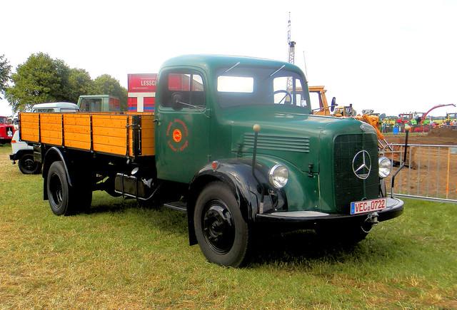 Mercedes truck in Tilligte, Internationale Oldtimer dagen Twente 2014