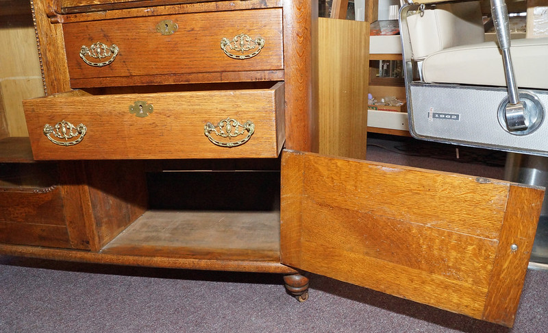 CH0072 Antique Oak Secretary DSC01379
