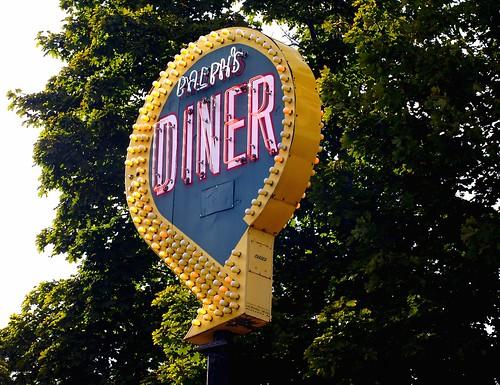 Ralph's Diner sign