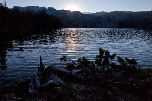 morning lake sunrise montana hike backpack wyoming absarokeebeartoothwilderness