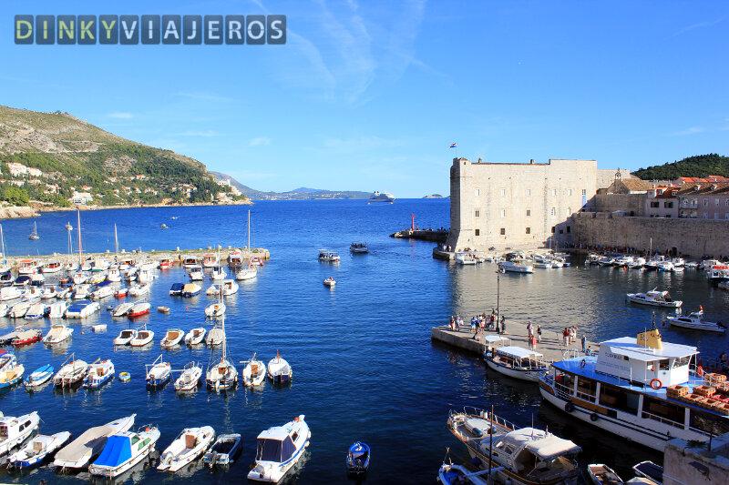 Murallas de Dubrovnik. Vistas de la Fortaleza de San Juan en el puerto viejo de Dubrovnik