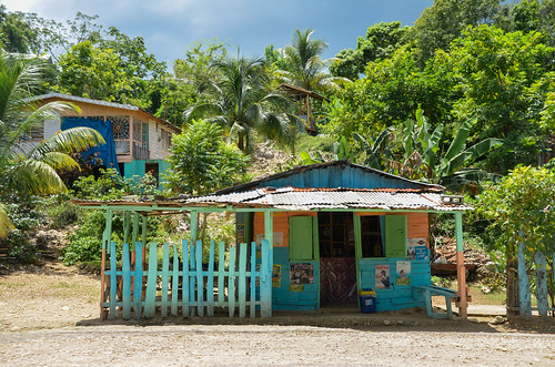 Colourful bar on the roadside in Jamaica | by www.ralfsteinberger.com