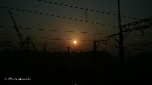 railroad sunset sky sun india train ir er rail express railways kolkata bengal calcutta catenary westbengal howrah indianrailways ohe easternindia 13072 hwh easternrailway jamalpurhowrah howrahterminus catenarypost howrahdivision
