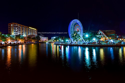 reflection wheel river bend ferris melaka malacca nighshot riverbend eyeonmalacca