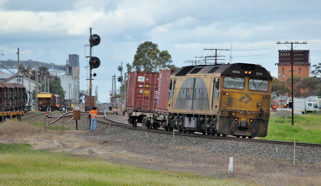 G516 shunts the faulty QQOY wagon into one of the roads at Murtoa by bukk05