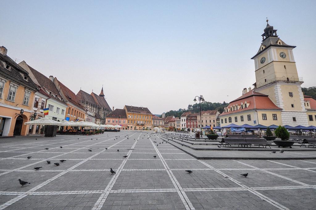 Piața Sfatului e la Casa del Concilio