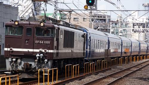 東日本旅客鉄道 120周年千葉青森号 EF64-1001+24系 総武快速線 青森 小岩駅