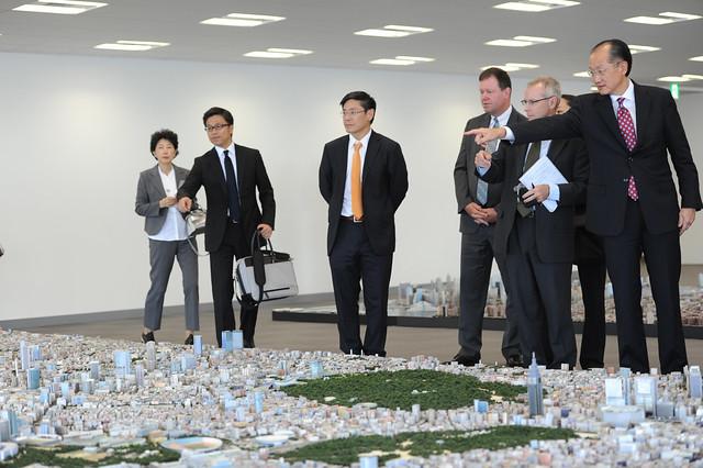 World Bank Group President Jim Yong Kim visiting Roppongi Hills Mori Tower in Tokyo