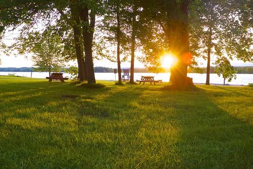 park trees sunset sun canada spring fuji sundown quebec dusk canadian fujifilm picnictable provincial 2014 parcnationaldeplaisance x1001s