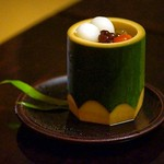 水物:red bean (蜜豆) pelican mango (ペリカンマンゴー) musk melon (メロン) cherries (チェリー) rice flour dumpling (白玉) agar jelly (寒天) azuki beans (小豆) all put in freshly chopped bamboo shoot #kikunoi #kyoto #kaiseki #菊乃井 #京都 #foodie #foodporn #food #japan #japanese #tradit