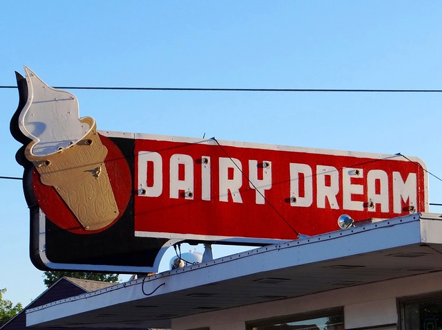 OH, Dunkirk-U.S. 68 Dunkirk Dairy Dream Ghost Neon Sign