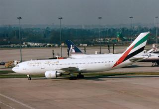 A6-EKM Airbus A300B4-605R cn 701 Emirates Airlines Manchester 21Feb94