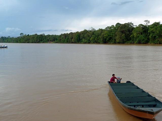 El barco con el que navegamos por el río Kinabatangan en Borneo (Malasia)