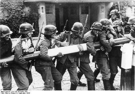 Tropas alemanas cruzan la frontera polaca
