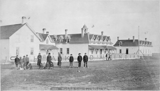A group of students in front of the school buildings of Washakada Indian Residential School, Elkhorn, Manitoba, circa 1900 / Groupe d'élèves devant les édifices du Pensionnat indien de Washakada, Elkhorn (Manitoba), vers 1900