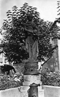 Statue de la place au vin