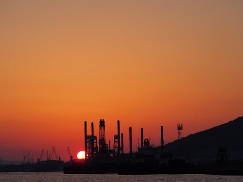 sunset japan industrial cloudy crane dusk olympus fukuoka omd kitakyusyu 40150mm f456 em5 mzuiko dokaibay