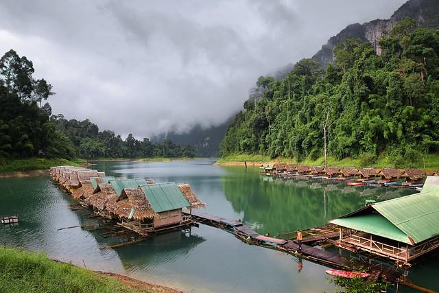Prai Wan raft house boasts beautiful surroundings and charming bamboo huts