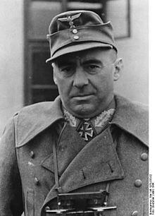 Teniente General Fritz Bayerlein