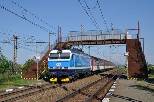 CD 150 222 met sneltrein, Kalša, 22-05-2014