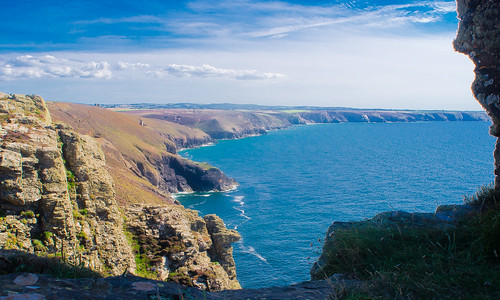Towanroath shaft from White Rocks, St Agnes Head | by Thomas Tolkien