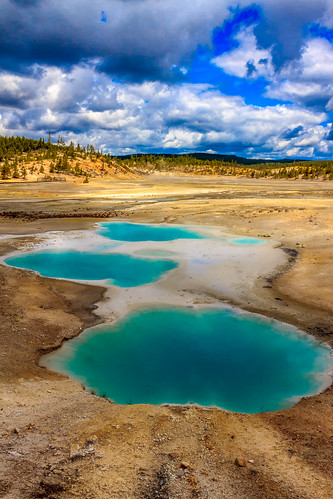 blue red summer sky orange usa brown tree green nature yellow forest canon eos day unitedstatesofamerica wideangle roadtrip yellowstonenationalpark yellowstone noon wyoming geyser hotspring bacteria canoneos lanscape wy canoneosrebel extremophiles canoneosrebelt3