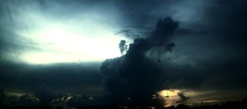 cloudscloudysunsunsetcolorsorangeyellowskyscraper