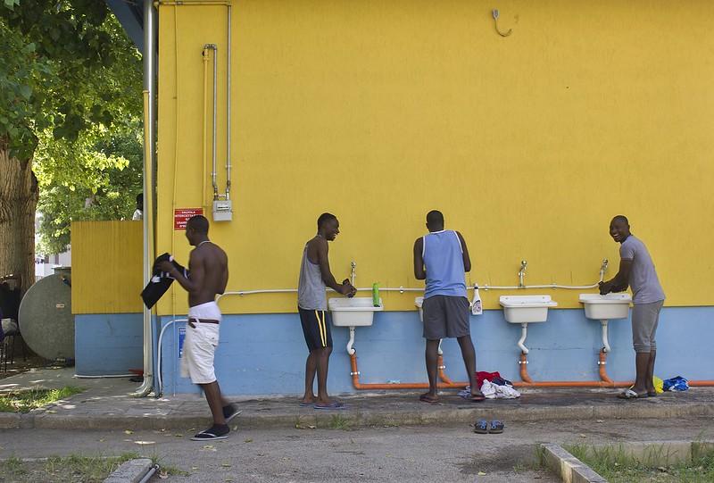 29 Giugno 2014_Accoglienza immigrati a Taranto_ Lavatoio