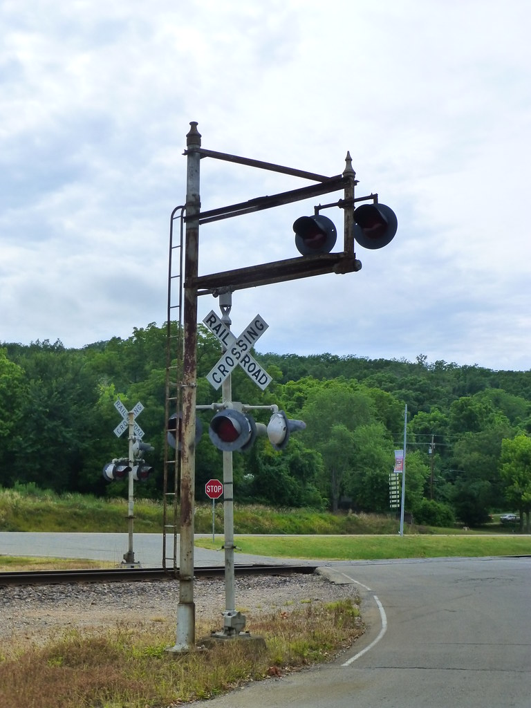 Old Signal Light at Railroad Crossing in Ironton, MO_P1350… | Flickr