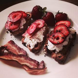 Foodlander Recipe: Strawberry Crostini with Bacon
