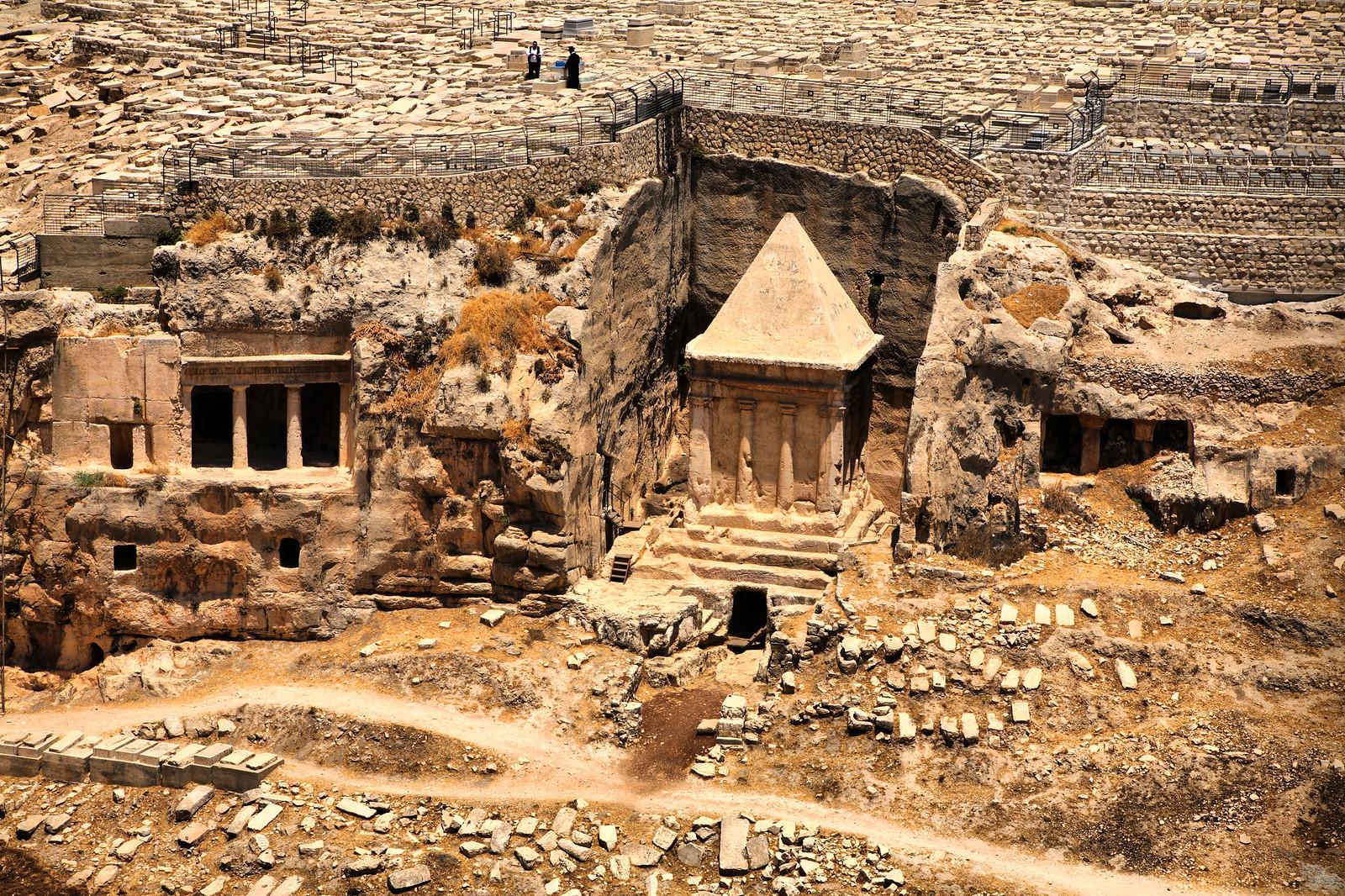 Jerusalem_Kidron Valley_tombs_Noam Chen_IMOT