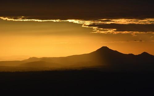 winter sunlight silhouette clouds countryside shadows smoke australia queensland australianlandscape sunsetlight lateafternoon sequeensland sunsetlandscape smokysky flinderspeak loganvalley falsesunset burrumpa