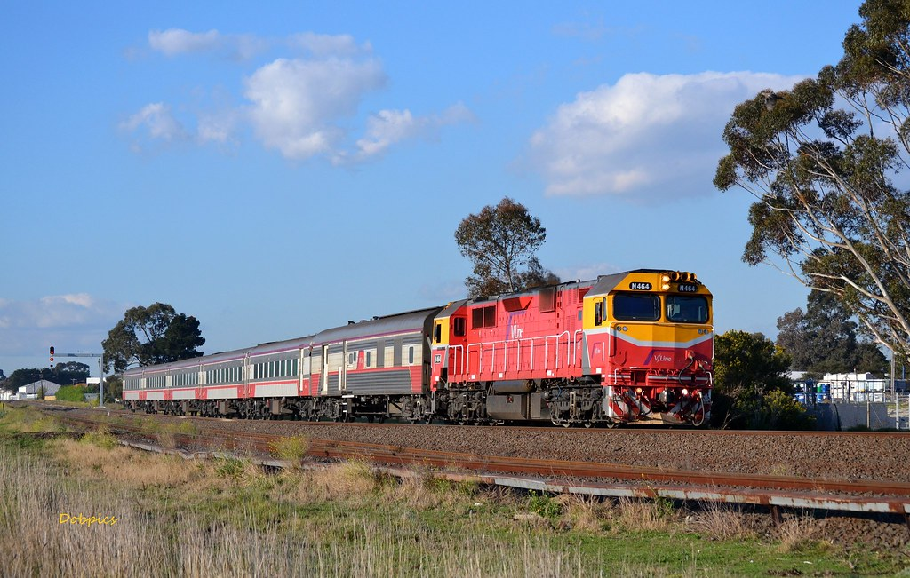 N464 appraches Albion with the 8620 up Albury pass. 6/9/14 by Dave O'Brien