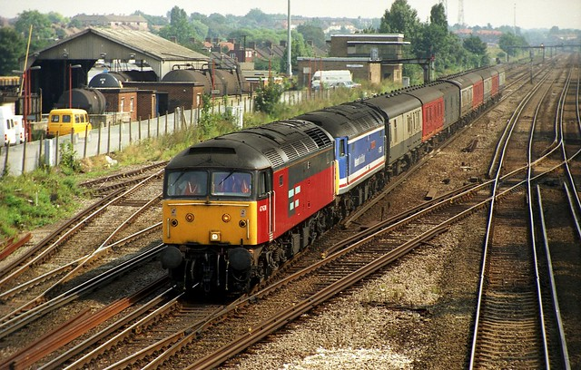 47630 assists failed 47596 when seen at Hither Green (working the 1S04 vans) once the locos were in the Station they tried to start 596 but it didn't work so they carried on with 630 up front on 30-7-92. Copyright Ian Cuthbertson